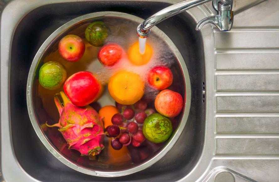 Não adianta nada saber como higienizar frutas e verduras se você não se atenta ao tempo de conservação dos alimentos.