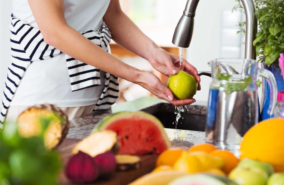 Descubra como lavar frutas e verduras da maneira correta