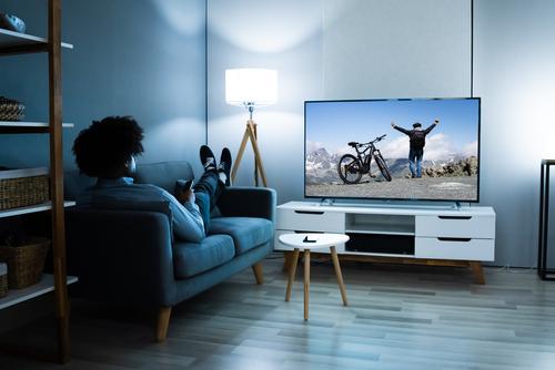 Saiba como escolher entre rack ou painel para tv