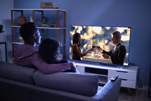 Como escolher entre rack ou painel para tv na sua casa sem erros