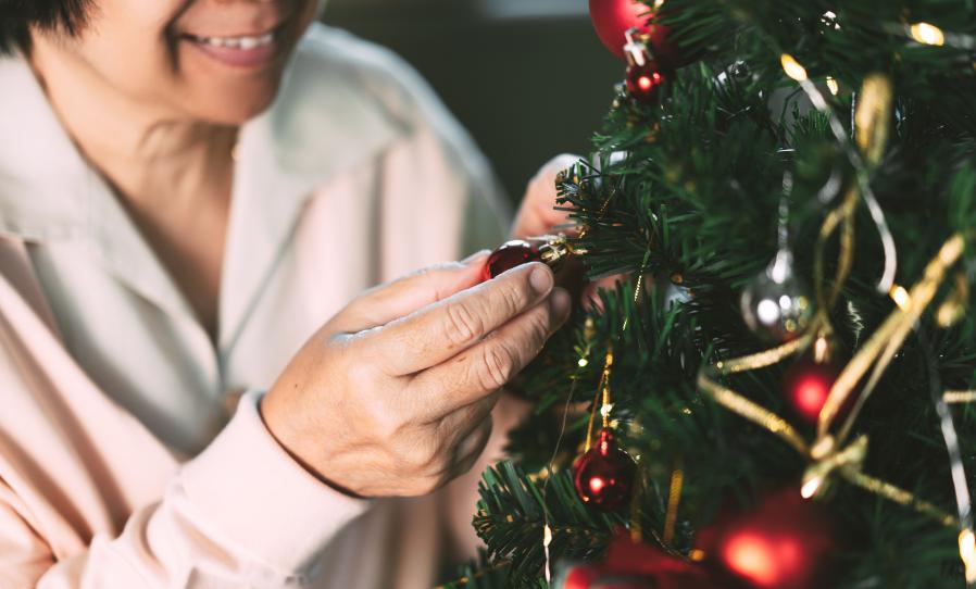 Saiba como fazer uma decoração de Natal gastando pouco