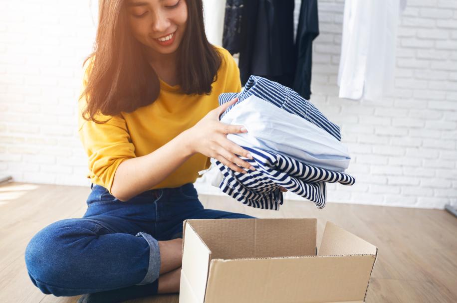 Saiba como separar roupas para doar e pratique o desapego