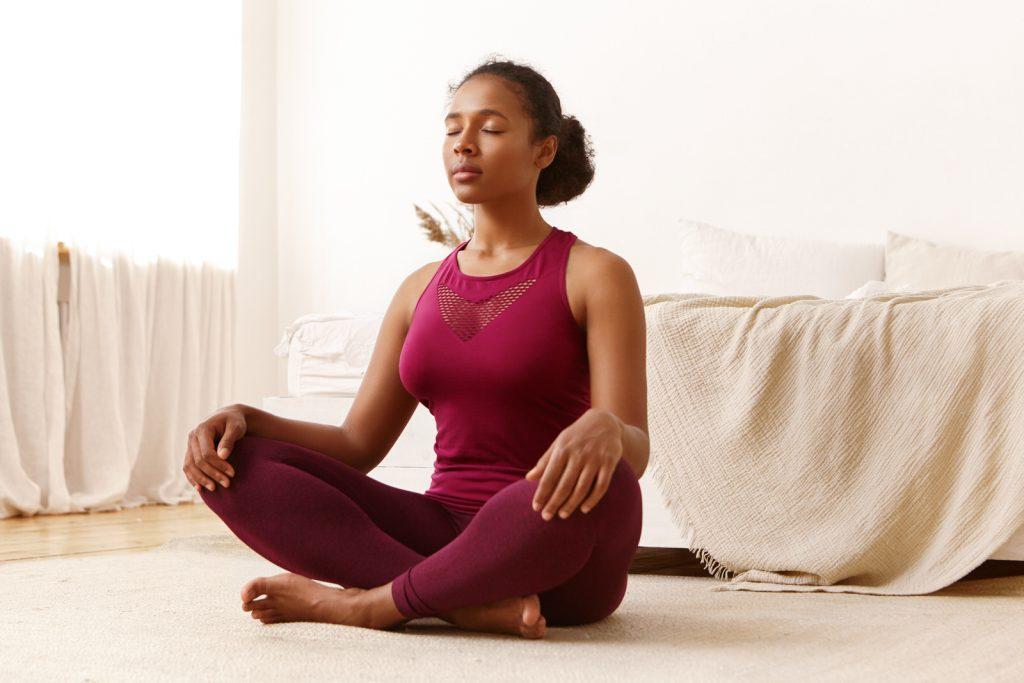 Descubra quais são os benefícios de priorizar o seu bem-estar e saiba como fazer isso em apenas 5 passos diários