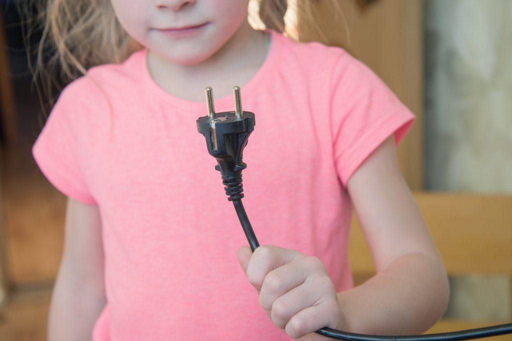 Crianças e equipamentos elétricos